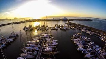 vista dall'alto yacht marina sulla costa blanca spagnola - altea