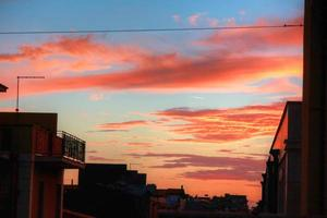 tramonto in città e balconi foto