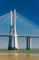 il ponte vasco da gama in portogallo foto