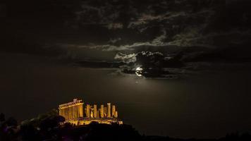 Tempio di Giunone di notte. valle dei templi, agrigento. foto