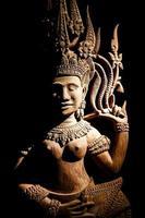 arte della scultura in legno della Cambogia foto