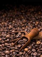 chicchi di caffè su sfondo scuro
