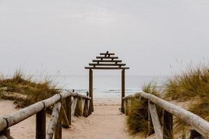 percorso per l'ingresso alla spiaggia foto