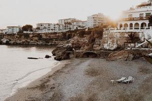 edifici sul litorale della spiaggia foto