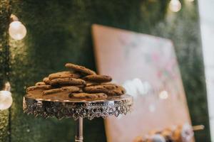 biscotti sul piatto foto
