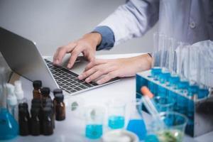lavoro professionale in laboratorio