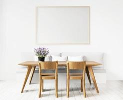 sala da pranzo con tavola da disegno in bianco incorniciata