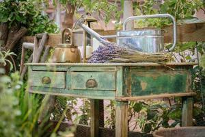 decorazione esterna rustica del giardino esterno del cottage foto