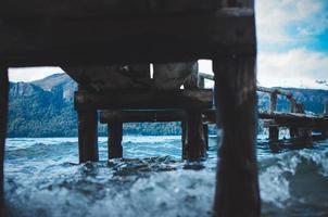 vista del molo dal basso foto
