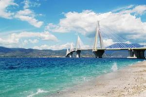 ponte sospeso bianco foto