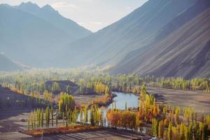 vista del paesaggio della natura della valle del phander foto