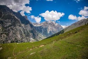 foto di paesaggio di montagne