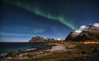 aurora boreale sopra mt. Himmeltindan foto
