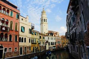case residenziali e campanile foto