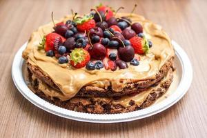 torta di biscotti ricoperta di frutta