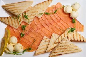 fette di pesce con toast