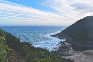 catena montuosa costiera foto