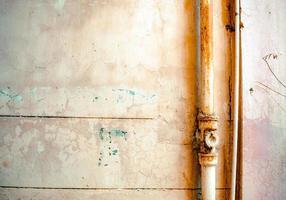 tubi da parete arrugginiti