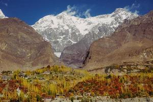 valle di hunza in autunno foto