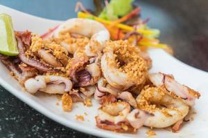 calamari fritti con aglio foto