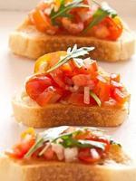 bruschetta aus tomaten foto