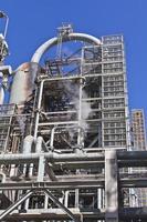 struttura alla raffineria di petrolio foto