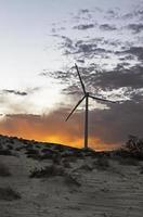 mulino a vento di generazione di energia foto
