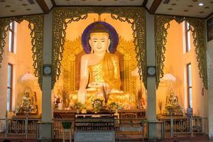 immagine del buddha a labutta, myanmar foto