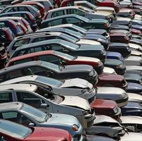 auto distrutte e danneggiate nella demolizione di auto
