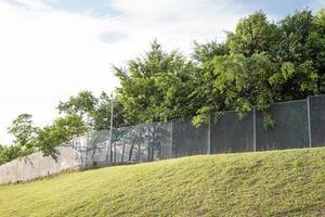 recinzione del confine di sicurezza nella comunità residenziale foto