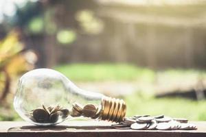 monete in bottiglia di vetro