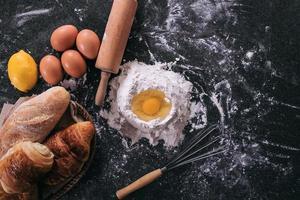 ingredienti della pasta cruda per il pane foto