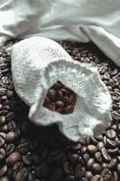 sacchetto di chicchi di caffè foto