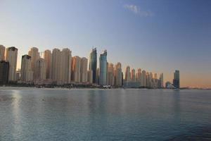 lo skyline di dubai, emirati arabi uniti