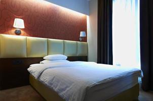 interno della camera da letto dell'hotel foto