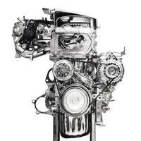 motore di automobile isolato su priorità bassa bianca foto