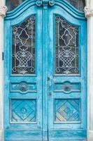 porta in legno blu vintage foto