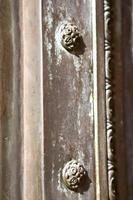 busto arrugginito ottone marrone chiuso legno italia lombardia foto