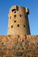 storica torre di le hocq sulla costa di jersey (regno unito) foto