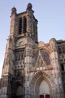 facciata gotica della cattedrale foto