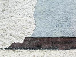 Close up della vecchia facciata intonacata e pelata foto