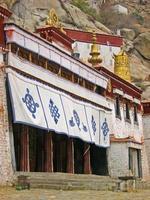 lhasa, tibet, monastero di sera foto