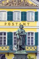 monumento di beethoven sulla munsterplatz a bonn foto