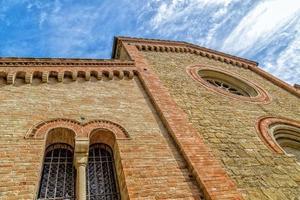 facciata della xiv chiesa parrocchiale cattolica in italia