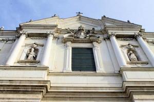 facciata della chiesa foto