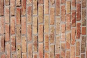 muro in muratura di mattoni rossi foto