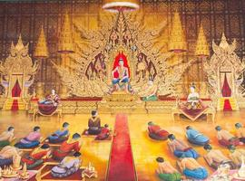 pittura murale tailandese tradizionale sul muro del tempio foto