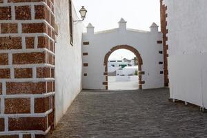 lanzarote teguise villaggio bianco nelle isole canarie foto