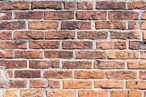 frammento di muro di mattoni rossi
