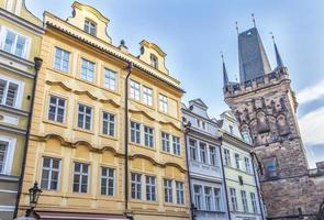 facciata di edificio storico a praga